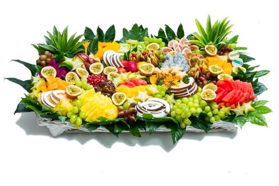סלסלת פירות חברותית ענקית