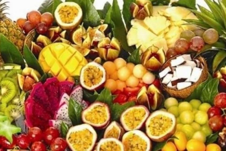 סלסלת פירות צבעונית | פרי הדימיון