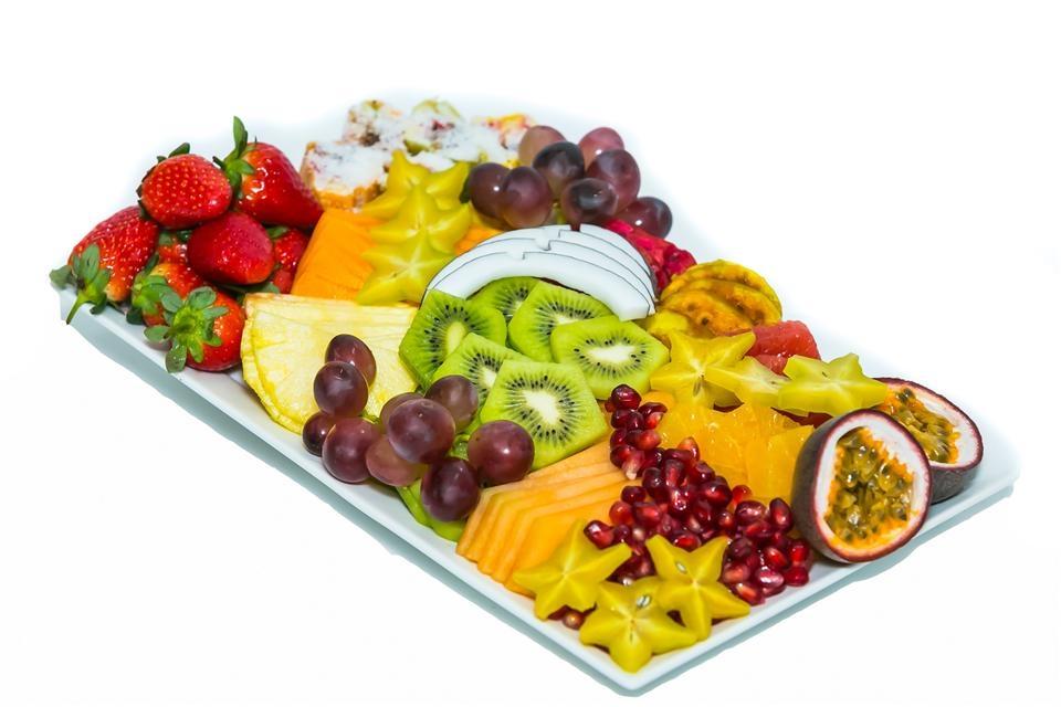 מגש פירות מעוצב המתוקה